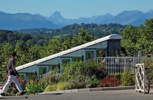 Depuis le boulevard des Pyrénées de Pau, le funiculaire et le Pic du Midi d'Ossau
